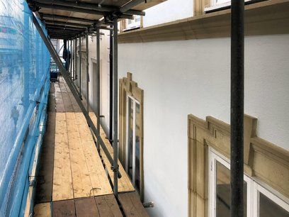 Second level scaffold decking