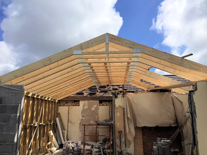 Completing offset king pin roof trusses